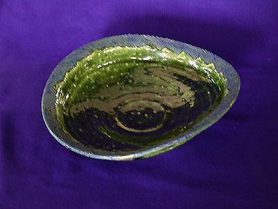 楕円大鉢織部の写真